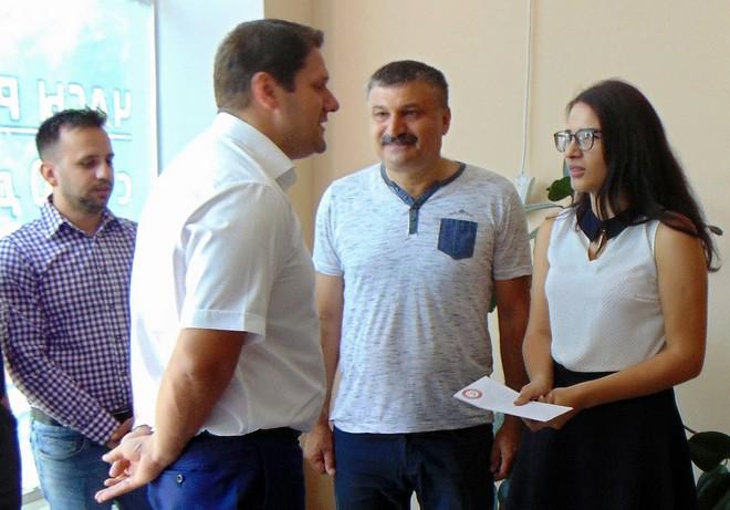 Александр Урбанский поздравил будущего медика с поступлением в вуз