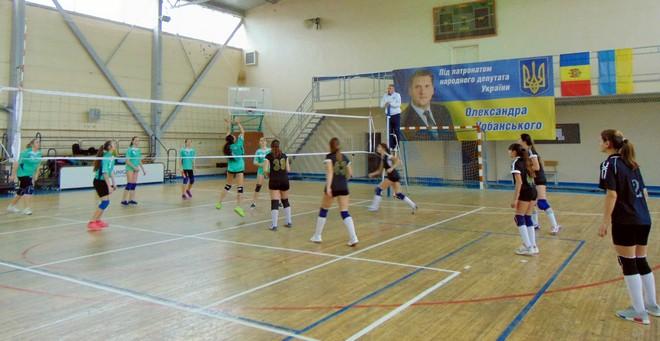 В Измаиле стартовал традиционный турнир по волейболу